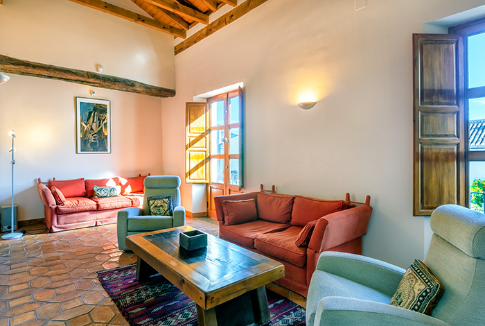 Spacious 5 bedroom house, Pinos Del Valle.